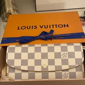 Louis Vuitton Emelie wallet new in box